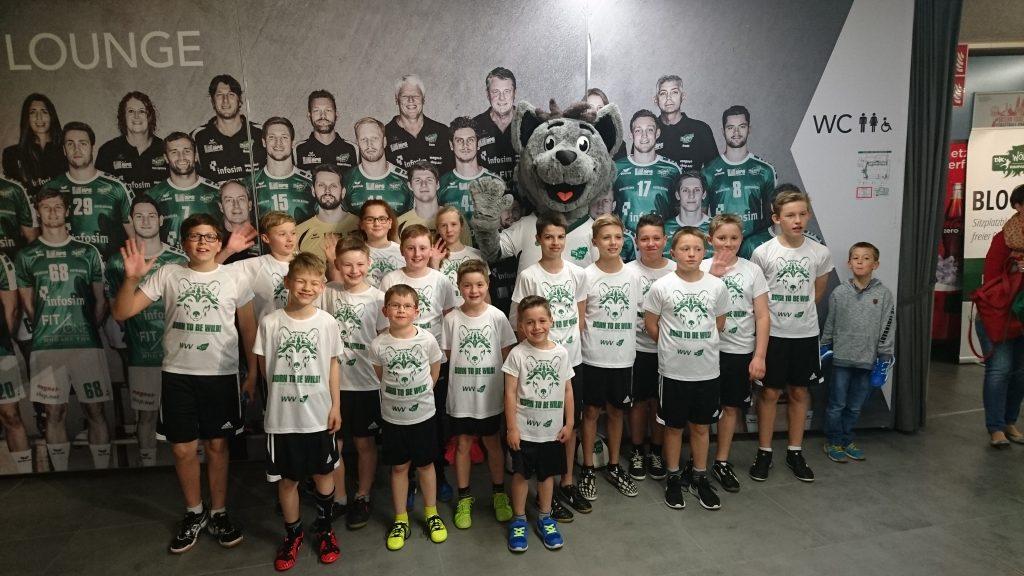 FCH Jugendspieler als Einlaufkinder bei der DJK Rimpar Wölfe