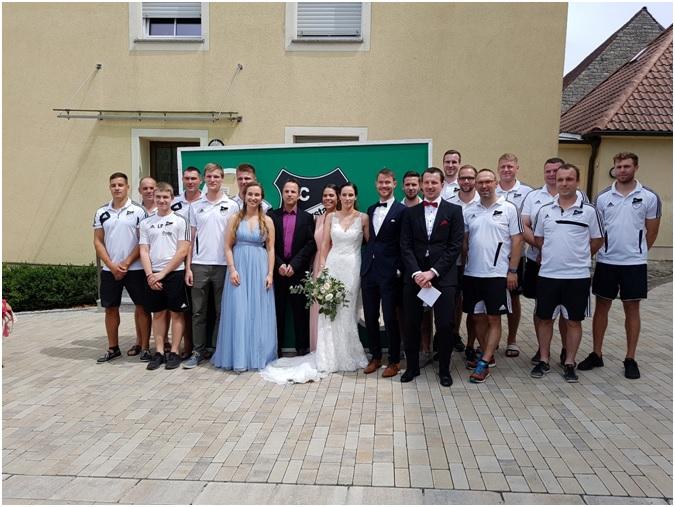 FC Hopferstadt freut sich mit Jutta & Johannes Karl